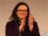 Andrea Nahles Gesicht Kopf Haende Google Impact Challenge Deutschland Cafe Moskau Karl Marx Allee Berlin Arbeits- und Sozialministerin