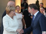 Angela Merkel, Jann Jakobs Handschlag Promi Orangerie Medienkonferenz M100 Colloquium Potsdam Sanssouci Investigativer Journalismus Berichterstatter