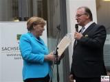 Angela Merkel, Reiner Haseloff Geschenk Kultursommernacht Vertretung des Landes Sachsen Anhalt beim Bund Berlin