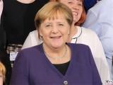 BK A. Merkel Gesicht Laecheln Kopf Empfang Bundeskanzleramt Skylobby Berlin Berichterstattung Magazin TrendJam