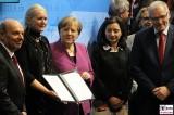 BK Angela Merkel Gesicht, Descôtes Frankreich Rundgang Eroeffnung ILA Luft und Raumfahrt Ausstellung Berlin Schoenefeld airport Berichterstattung