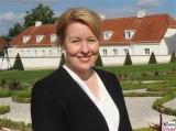 BM Franziska Giffey Garten Schloss Meseberg Deutschland Empfang Diplomatisches Corps Gransee Berichterstattung