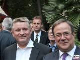 BM Hermann Gröhe, MP Armin Laschet Gesicht Promi Sommerfest Landesvertretung Nordrhein-Westfalen beim Bund Berlin Hiroshimastrasse Berichterstatter