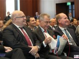 BM Peter Altmaier, Pr.BDI Dieter Kempf mit Handtuch, Lang Promi 1.Weltraumkongress BDI Berlin 2019 Hauptstadt Berichterstattung TrendJam
