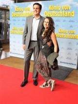 Bastian Pastewka Ehefrau Heidrun Buchmaier Gast Premiere Koenig von Deutschland Berlin Kino International Karl Marx Allee