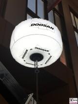 Baustellenbeleuchtung DOOSAN bautec Messe Berlin Fachmesse Funkturm Bau Gebaeude Ausruestung Berichterstatter