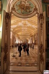 Bildergalerie Tuer Galeriesaal Besucher Gaeste Gemaelde Schloessernacht Sanssouci Potsdam Rokoko Berichterstatter