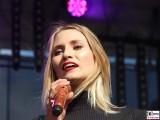 Carolin Niemczyk Gesang Gesicht face Kopf Promi Glasperlenspiel REWE family Familien Event Berlin Festplatz