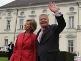Daniela Schadt, Joachim Gauck winkt Bundespräsident Promi Schloss Bellevue Berlin Bundespraesident Buergerfest Park Ehrenamt