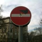 Einfahrt verboten mit Vogel