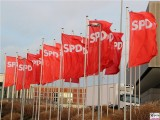 Flaggen Wind Fahnen flattern rot SPD Bundesparteitag-Berlin-CityCube-Messe-Berlin-Berichterstattung-TrendJam