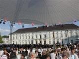 Gaeste Gartenseite Publikum-Schloss-Bellevue-Buergerfest-Schlosspark-Berlin-Berichterstatter