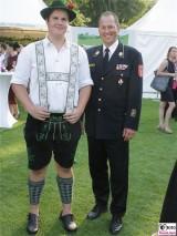 Gaeste Trachten Uniform Schloss Bellevue Buergerfest Schlosspark Berlin Bundespraesident Berichterstatter