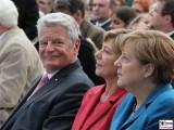 Joachim Gauck lachen, Daniela Schadt, Angela Merkel Gesicht Promi Schloss Bellevue Berlin Bundespraesident Buergerfest Park Ehrenamt