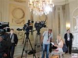 Kamera Team Gartensaal Diplomatisches-Corps-Schloss-Meseberg-Gartensaal-Berichterstatter