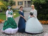 Kostuem Kleider Gaeste Besucher Park Schloessernacht Sanssouci Potsdam Rokoko Berichterstatter