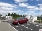 Laden Tesla Model 3 Dual Motor Performance rot IONITY Ladesaeule Hohenwarsleben A2 Magdeburg PresseFoto Elektromobilitaet Berichterstattung