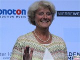 MDB Monika Gruetters Gesicht winkt Kopf Produzentenfest Produzentenallianz Regen Kongresshalle Hutschachtel WestBerlin Berichterstatter