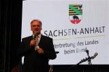 MP Reiner Haseloff Gesicht Buehne Promi Landesvertretung Sachsen Anhalt Bauhaus Dessau Kultur Sommernacht Berlin Berichterstatter TrendJam