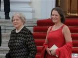 Marianne von Weizsäcker, Christina Rau Kleid Promi Queen Besuch Schloss Bellevue Staatsbankett Berlin