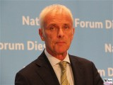Matthias Mueller Gesicht Portrait Kopf Diesel Gipfel VW AG, BMVI Berlin Invalidenstrasse Berichterstatter