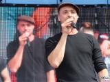 Max Mutzke Gesicht Bildwand face Kopf Promi Gesang REWE family Familien Event Berlin Festplatz