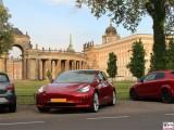 Potsdam Tesla Model 3 Dual Motor Performance rot Neues Palais PresseFoto Universitaet Elektromobilitaet Berichterstattung