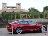 Potsdam Tesla Model 3 Dual Motor Performance rot Orangerie PresseFoto Sanssouci Elektromobilitaet Berichterstattung