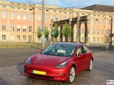 Potsdam Tesla Model 3 Dual Motor Performance rot Stadtschloss PresseFoto Brandenburg Landtag Elektromobilitaet Berichterstattung