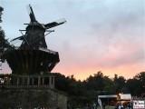Potsdamer Himmel rosa Wolke Historische Muehle Besucher Schloessernacht Schloss Sanssouci Potsdam Rokoko Berichterstatter