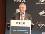 Pr. BDI Dieter Kempf mit Handtuch Rede Promi 1.Weltraumkongress BDI Berlin 2019 Hauptstadt Berichterstattung TrendJam
