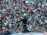 Publikum Udo-Lindenberg-winkt-Silhouette-Promi-Panik-Rocker-Waldbuehne-Arena-Berlin-Berichterstatter