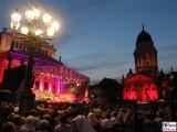 Publikum vor dem Konzerthaus Jubilaeum 25 Jahre Classic Open Air Gendarmenmarkt Berlin Berichterstatter