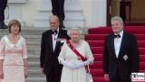 Queen Elizabeth II. Prinz Philip, Daniela Schadt, Joachim Gauck Promi Schloss bellevue Staatsbankett Berlin