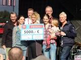 Spendenscheck REWE family Buehne Arena Familien Event Berlin Festplatz