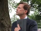 Steffen Seibert Gesicht face Kopf Promi Regierungssprecher Kabinett Merkel Klausur Tagung Garten Schloss Meseberg Gaestehaus Bundesregierung