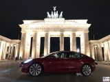 Tesla-Model-3-Brandenburger-Tor-Berlin-PresseFoto-Elektromobilitaet-Berichterstattung