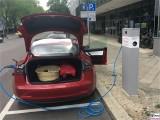 Tesla Model 3 Dual Motor P Ladekante Ladekabel Strassenseite PresseFoto Elektromobilitaet Berichterstattung