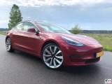 Tesla Model 3 Dual Motor Performance rot rechte Seite PresseFoto Elektromobilitaet Berichterstattung