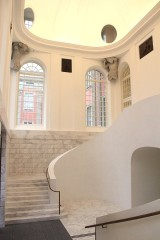 Treppenhaus Stadtschloss Potsdam links Vestibuel Marmortreppe Haupteingang weisser Marmor Fußboden