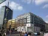 UNIQLO Flagship Store Tauentzienstrasse 7 Berlin Ecke Nuernberger Strasse Kreuzung naehe Europacenter