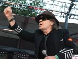 Udo-Lindenberg-links Faust geballt-Promi-Panik-Rocker-Waldbuehne-Arena-Berlin-Berichterstatter