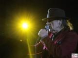 Udo-Lindenberg-links scheinwerfer licht rote Jacke singt-Promi-Panik-Rocker-Waldbuehne-Arena-Berlin-Berichterstatter