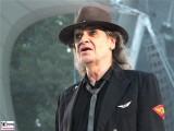 Udo-Lindenberg-links-traeumt-ohne Brille-Promi-Panik-Rocker-Waldbuehne-Arena-Berlin-Berichterstatter