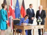 Unterschrift Gaestebuch Catherine Duchess of Cambridge Empfang Bundespräsident Steinmeier Schloss Bellevue Berlin Berichterstatter