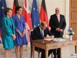Unterschrift Gaestebuch Prince William Duke of Cambridge Bundespräsident Steinmeier Empfang Schloss Bellevue Berlin Berichterstatter