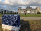 Urban Guerilla Knitting Woll Graffiti Reichstag Bundestag