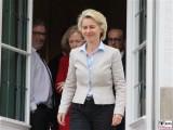 Ursula von der Leyen Promi Bundesministerin der Verteidigung Kabinett Merkel Klausur Tagung Garten Schloss Meseberg Gaestehaus Bundesregierung