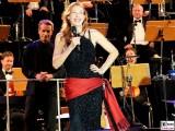 Ute Lemper lacht Gesicht Promi Kopf Musik Buehne Jubilaeum 25 Jahre Classic Open Air Gendarmenmarkt Berlin Orchester Berichterstatter