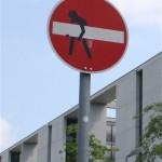 Verbot der Einfahrt wird weggetragen